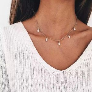 Jewelry - 🆕 Dainty drops necklace